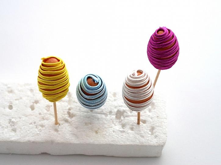 Zdobení plastových vajíček technikou prýmkování