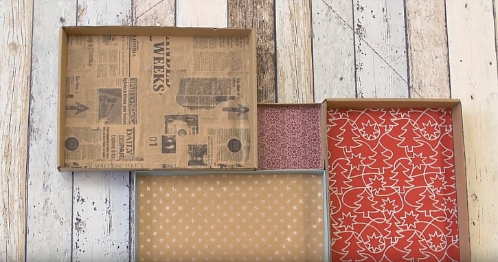 Závěsná papírová polička na drobné dekorace