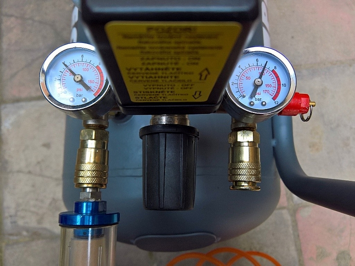 K dispozici je vzduch s plným (vpravo) i redukovaným tlakem (vlevo)