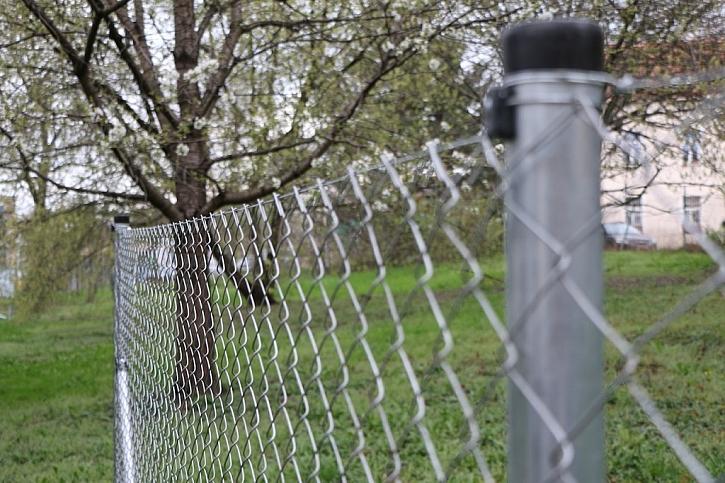 Stavba plotu za jediný den