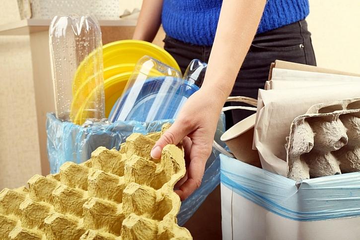 Doma si odpady roztřiďte a poté je odneste do kontejnerů na tříděný odpad