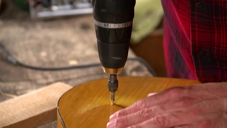 Jak vychytaně využít starou rozbitou kytaru