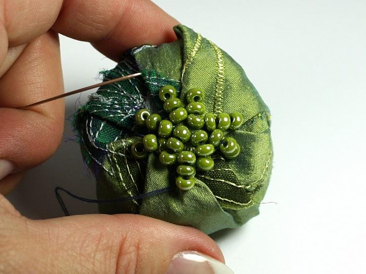 Vyrobte si jehelníček s korálky
