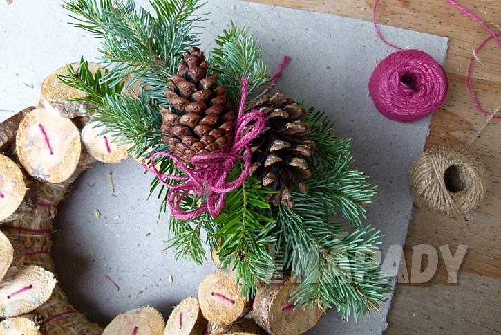 Knoflíkový věnec pro štěstí, s vůní borového dřeva 12