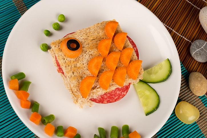 Zdravá svačina bude dětem o to více chutnat, když se jim bude líbit (Zdroj: Depositphotos)