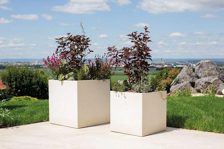 Správně osázené betonové květináče se vám odvděčí bujnou zelení (Zdroj: Presbeton)