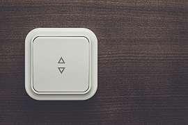 Nevyhovuje vám umístění vypínače či zásuvky? Posuňte je!