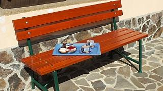 Renovace zahradní lavice s dubovým sedákem a opěradlem krok za krokem