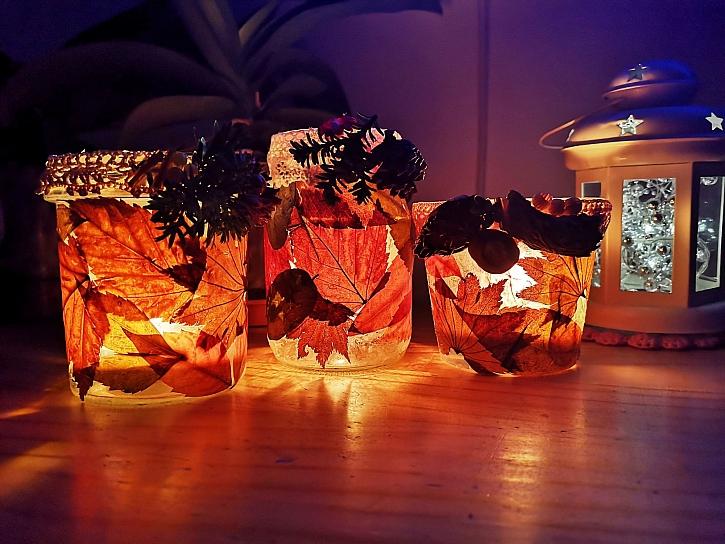Podzimní svícen vyrobíme ze spadaného listí a obyčejné zavařovací sklenice (Zdroj: Pavlína Wagnerová Málková)