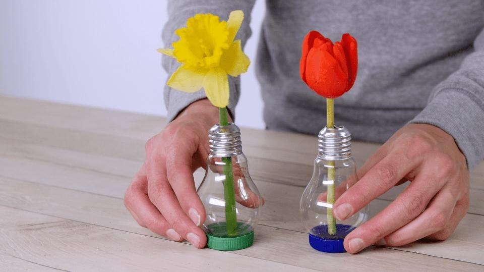 Jak vyrobit mini vázičku z obyčejné žárovky: Vtipně na recyklaci