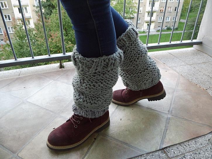 Pletené návleky na nohy pro začátečníky zvládne opravdu každý (Zdroj: Adriana Dosedělová)