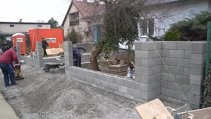 Dozrál čas se na stavbu plotu kolem domu, tak rychle načerpat vědomosti jak na to