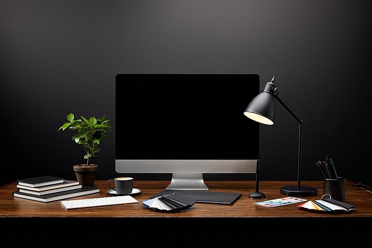 Šetřete za elektřinu při používání počítačů. 3 praktické tipy, jak na to (Zdroj: Depositphotos)