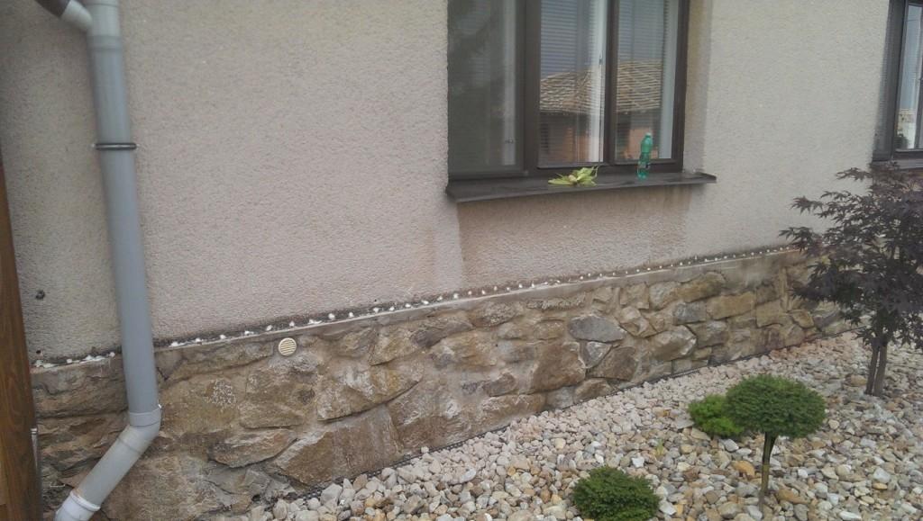 Vlhká zeď před a po injektáži Systémem AquaStop Cream®
