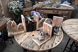 Vyrobte si ze starého dřeva zarážku knih