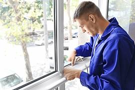 Co prodejci raději neříkají? Místo celých oken stačí vyměnit jen skla