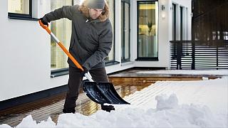 Základní nářadí na odklízení sněhu: lopata, hrablo ashrnovač