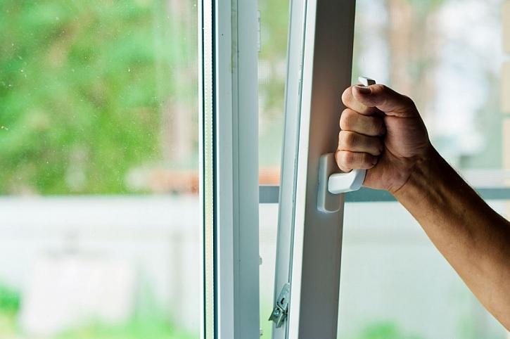 Okna musí dostatečně těsnit, a proto musíme zajistit ventilaci vzduchu
