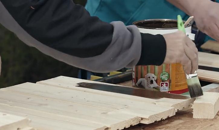 Natření dřeva lazurou