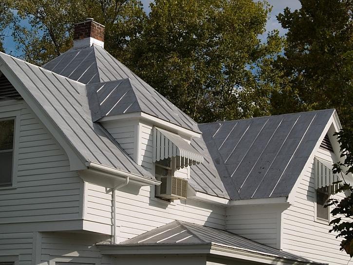 Plechové střechy, oplechování budov a ostatní kovové podklady