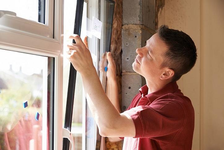 Zateplení oken je možné řešit výměnou skleněných výplní