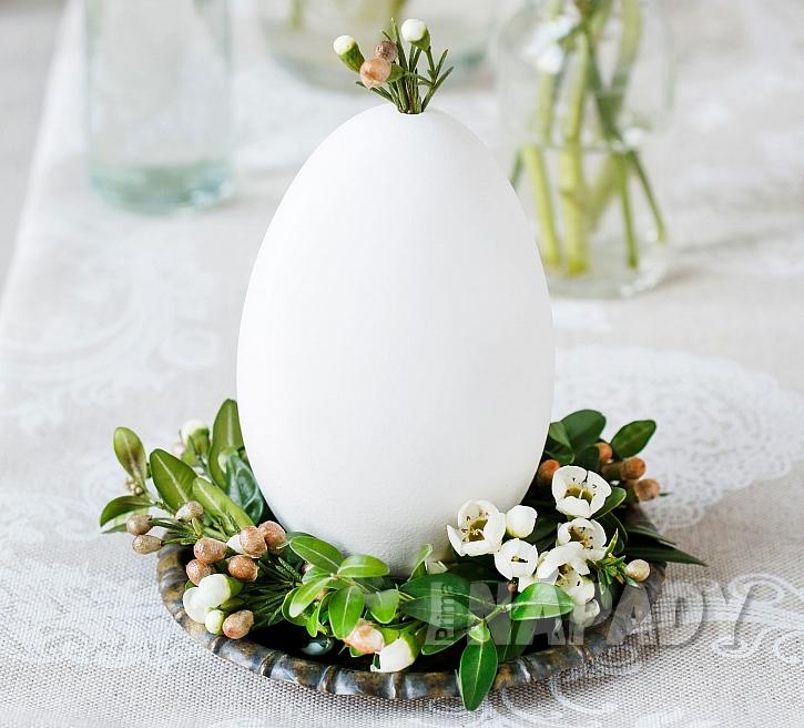 Velikonoční dekorace - hnízdo na vajíčko (Zdroj: Depositphotos.com)