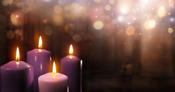 Adventní svíčky se zapalují na 1. adventní neděli (Zdroj: Depositphotos)