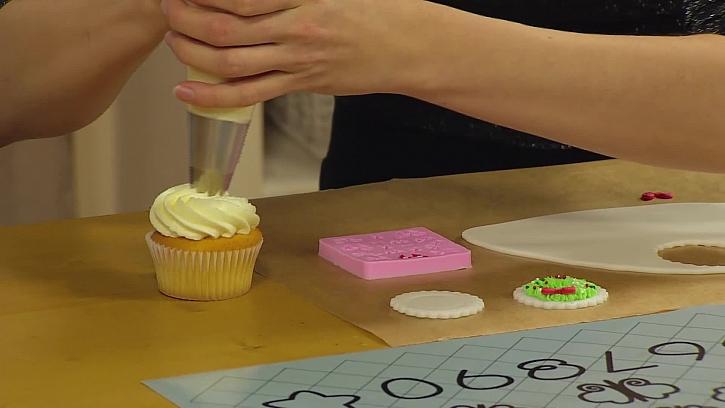 Krém na vrchu cupcake