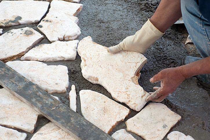 Cesta z kamenů