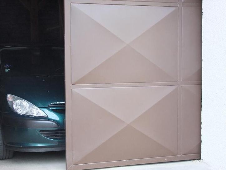 Natírání garážových vrat