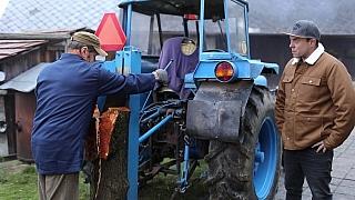 Unikátní štípačka dřeva na traktor