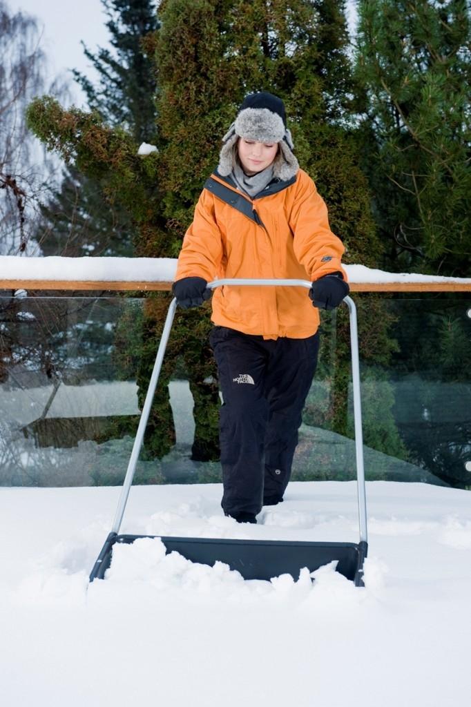 Zapadli jste sněhem? Nástroje pro odklízení sněhu Fiskars sníh hravě vyřeší!