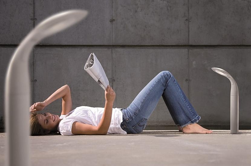 Poležet si na terase s knížkou, i když se začíná smrákat – není problém, stačí si posvítit LED osvětlením