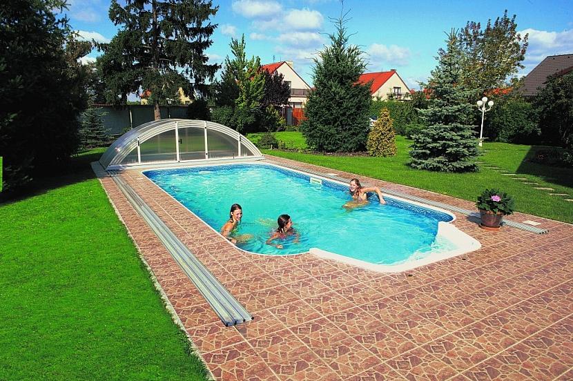 Při volbě bazénu bychom měli věnovat pozornost i jeho estetickému začlenění. Není na škodu konzultace se zahradním architektem. Vhodně může poradit i zkušený bazénový prodejce. Foto: Mountfield