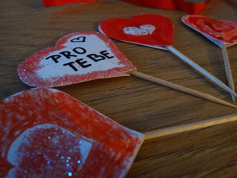 Valentýnská srdíčková napichovátka zvládnou s vaší pomocí vyrobit i menší děti.