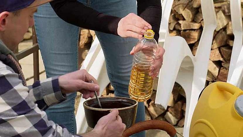 Dřevěné násady ošetříme stolním olejem