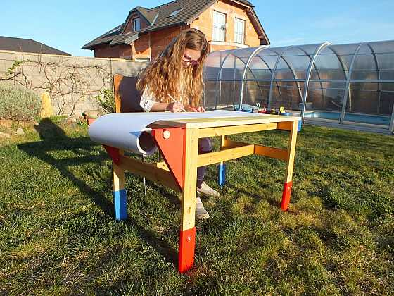 Renovace stolu pro malou výtvarnici (Zdroj: PRIMA Doma Media)