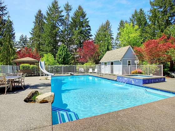 Čistý a řádně udržovaný bazén je chloubou majitele (Zdroj: Depositphotos (https://cz.depositphotos.com))