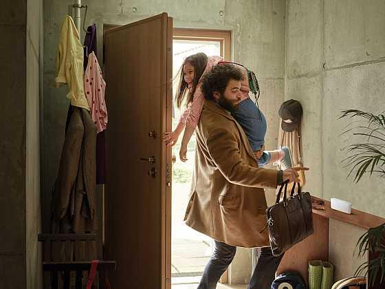 Jeden dotek stačí a chytrá domácnost se postará (Zdroj: Somfy)