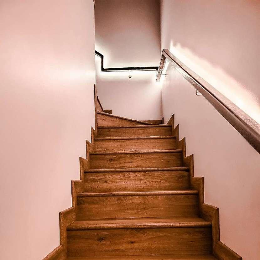 LED pásek může sloužit i jako osvětlení v zábradlí