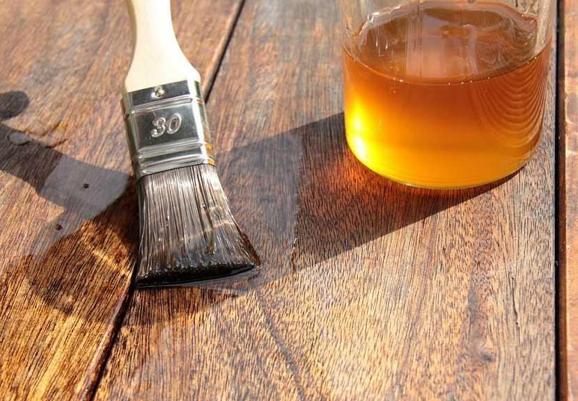 I ochranné oleje je možné tónovat do široké škály barev