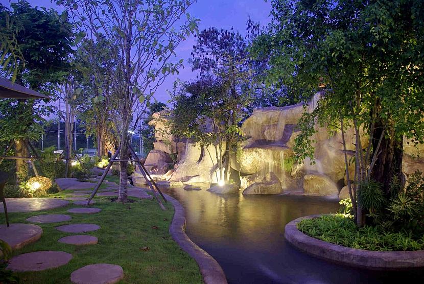 Vodopád v zahradě
