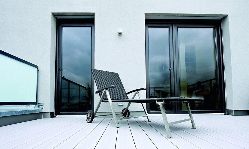 Umíte správně pečovat o terasu? Dopřejte své terase jarní kůru.