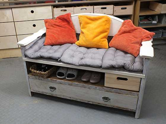 Lavice do předsíně ze staré skříně (Zdroj: Archiv FTV Prima)