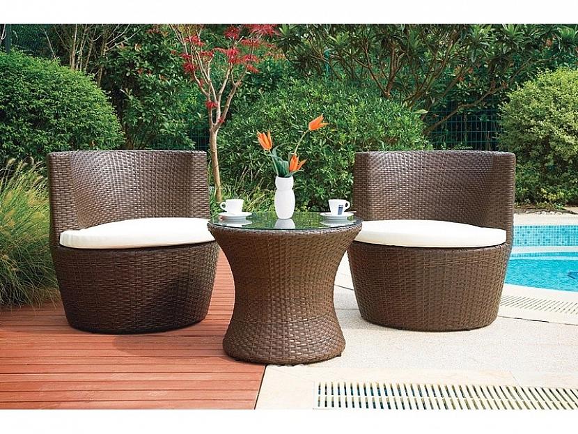 5. Společenský zahradní nábytek