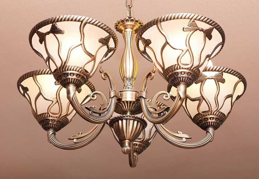Běžná svítidla udrží klasické stropní háčky