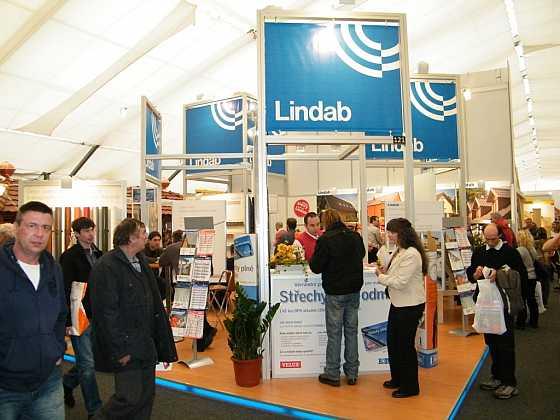 Lindab na veletrhu Střechy Praha 2015: expozice zdůrazňuje výhody a možnosti systému Lindab Stavby