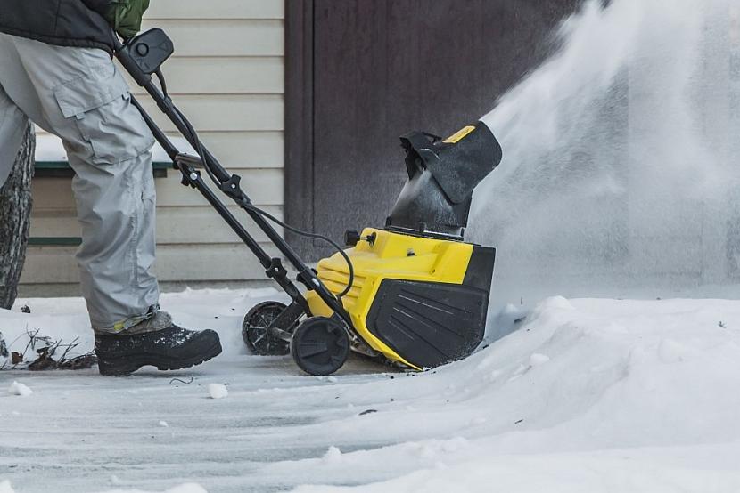 Elektrická fréza na sníh je vhodná především na čerstvý prachový sníh