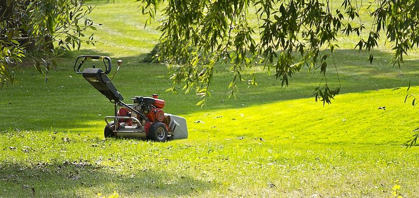 Zahradní sekačka na trávu