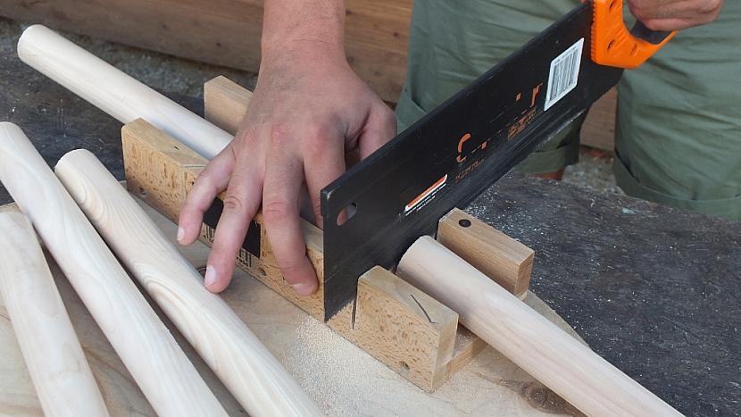 Stolek z kabelové cívky: z šesti kulatinek pravíme nohy stolku